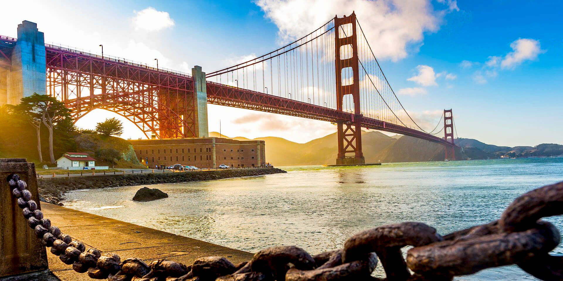 The Golden Gate Bridge used as a slideshow image on the website frontpage.